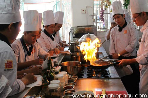 Bếp Âu bếp Á