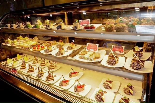 giá tủ trưng bày bánh kem mini