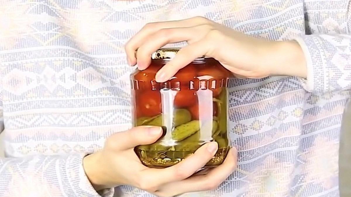 vặn nắp chai bằng tay