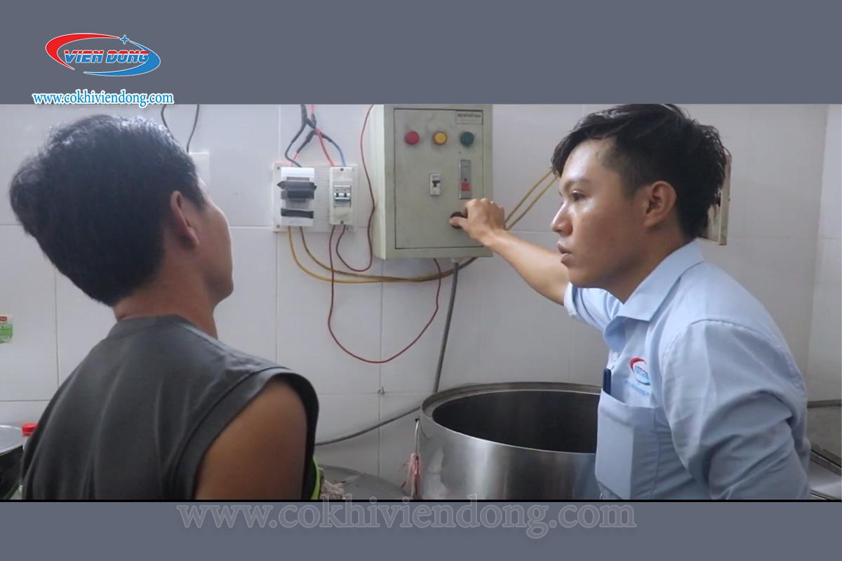 Khách hàng sử dụng nồi có tủ điện chiết áp